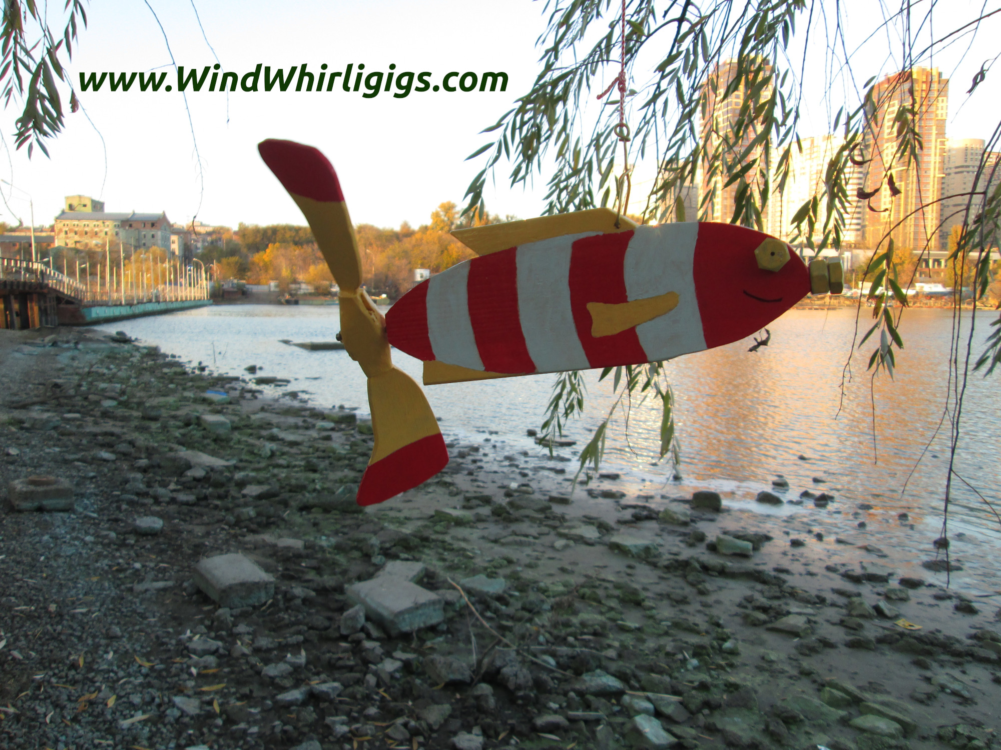 How To Make A Garden Decor Hanging Whirligig Red Striped Fish With Spinning Tail Photo Tutorial 100 Images Www Windwhirligigs Com Handmade Modern And Old Fashioned Mechanical Whirligigs For Sale